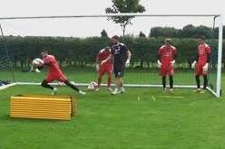 آکادمی دروازه بانی فوتبال مبتدی تا حرفه ای ثبت نام می کند